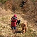 no pri nas gre cela garda na sprehod v gozd..muca Cvilka pa še vedno misli, da je kuži