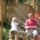 otroško igrišče in otroci, ki se igrajo:)