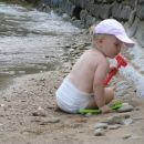 naša plažica v Fiesi, tik preden nas plima nažene stran