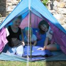 našim malim obiskovalcem smo postavili na vrtu šotor, da si malo odpočijejo