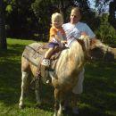 Kajči je totalno hrabro jahala konjičko Rino 15.8.2007