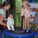 in ker Kajči tako uživa ko skače, smo ji pa kar kupli trampolin...pridete na obisk?