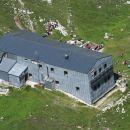 Kocbekov dom z Lučkega Dedca, korak naprej je Kocbekov dom s Korošice