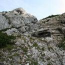 Kamin z mesta dostopa, kjer je kasneje obležal