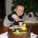 Na tortici piše : 8 mesecev  :)