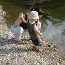 Mami, ne . . . daj kak večji kamenček poišči, ti mali niso zanimivi ;)