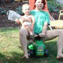 Jeee z Nino drvima s traktorjem :)