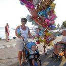 Babi poglej, en balon je pa visoookooo v zraku