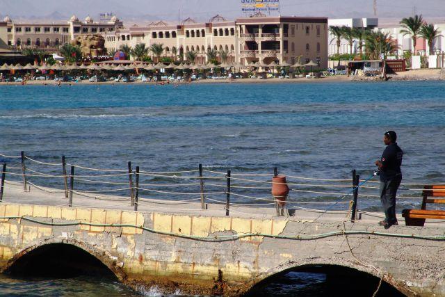 Pogled s pomola proti hotelu
