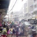 Živahne ulice Phnom Penha.