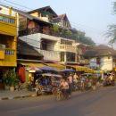 Nabrežje Mekonga, Vientiane. Bodite pozorni na francosko arhitekturo: terase, balkončki...