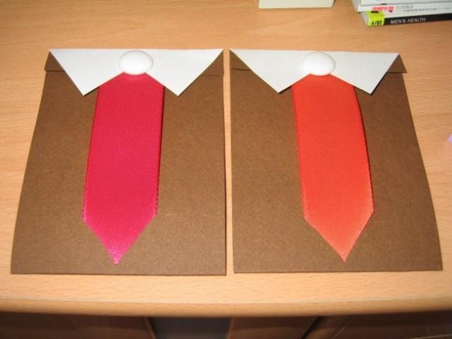 Čokoladne voščilnice, različne barve kravat tudi zažigajo