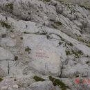 Lepo označena smer gorske poti na Dovških vratcih.