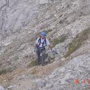 Hanzova pot  ne popusti in ne popusti vse do vrha Prisanka.