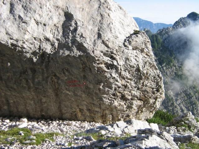 Debeli kamen je zares debel.