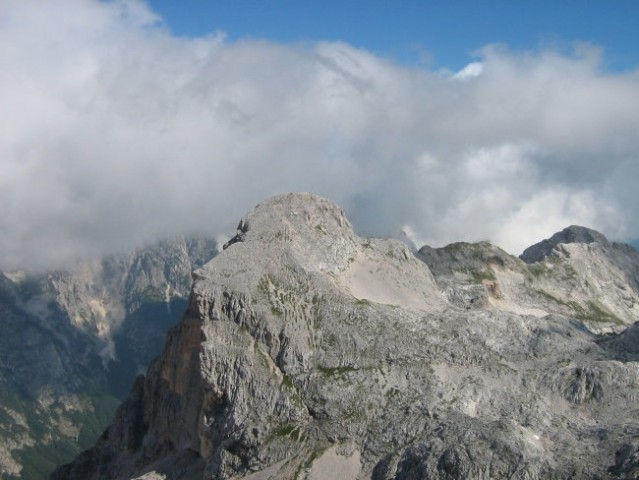 Begunjski vrh nad Staničevo kočo.