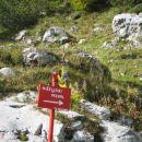 Oznaka smeri na planini pod Mišelj vrhom.