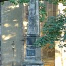 Denkmal vor dem Schloss<br>spomenik pred gradom