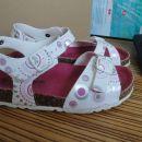 Sandalčki št. 32, cena 7 eur. Lepo ohranjeni (nošeni samo za