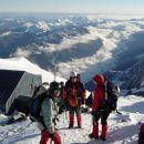 Po neprespani noči in v grozno mrzlem jutru smo prišli do bivaka pod Mont Blancom, kjer sm