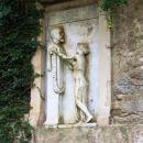 Spomenik dr. Kochu, ki je na otoku uspel odpraviti malarijo.