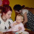 ja, sestrca mi je pa pustila, da sem se tkole basala s torto. in cela popacala.