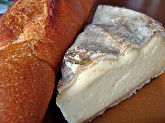 V franciji brez sira in bagete pač ne gre