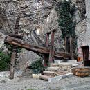 samostan brez vinske preše pač ne zmore obstati