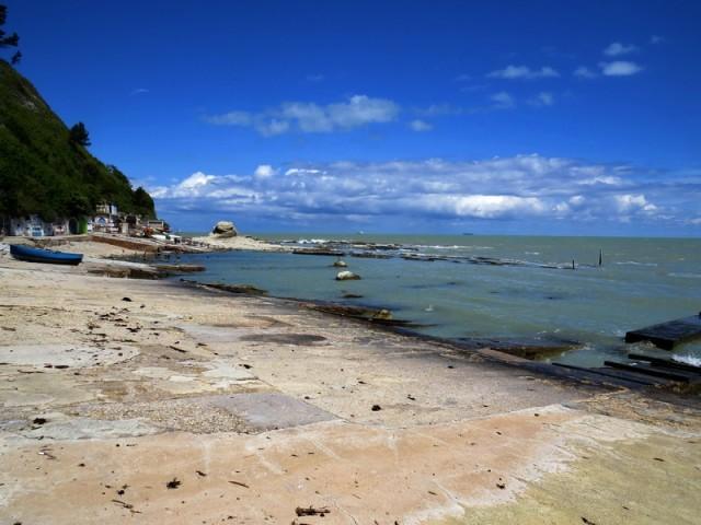 Anconska plaža z čerjo z imenom papežev stol