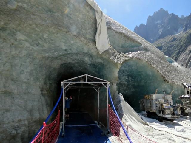 Luknja v ledenik za firbce