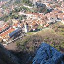 pogled z raza proti mestu Gemona, mesto je bilo porušeno skoraj  v potresu leta 1976