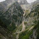 lep pogled na pristop do stene,  tokrat po stari pastirski poti, pot poteka po grabnu in l