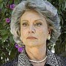 Sabi Kamilich es Victoria  Victoria je petinšesdesetletna mati Juana in Rafaela ter babi