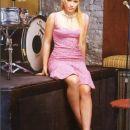 Hillary Duff   Rodila se je leta 1987 v Texasu. Poleg da je igralka je tudi pevka In je