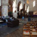 Fotelji v cerkvi ???
