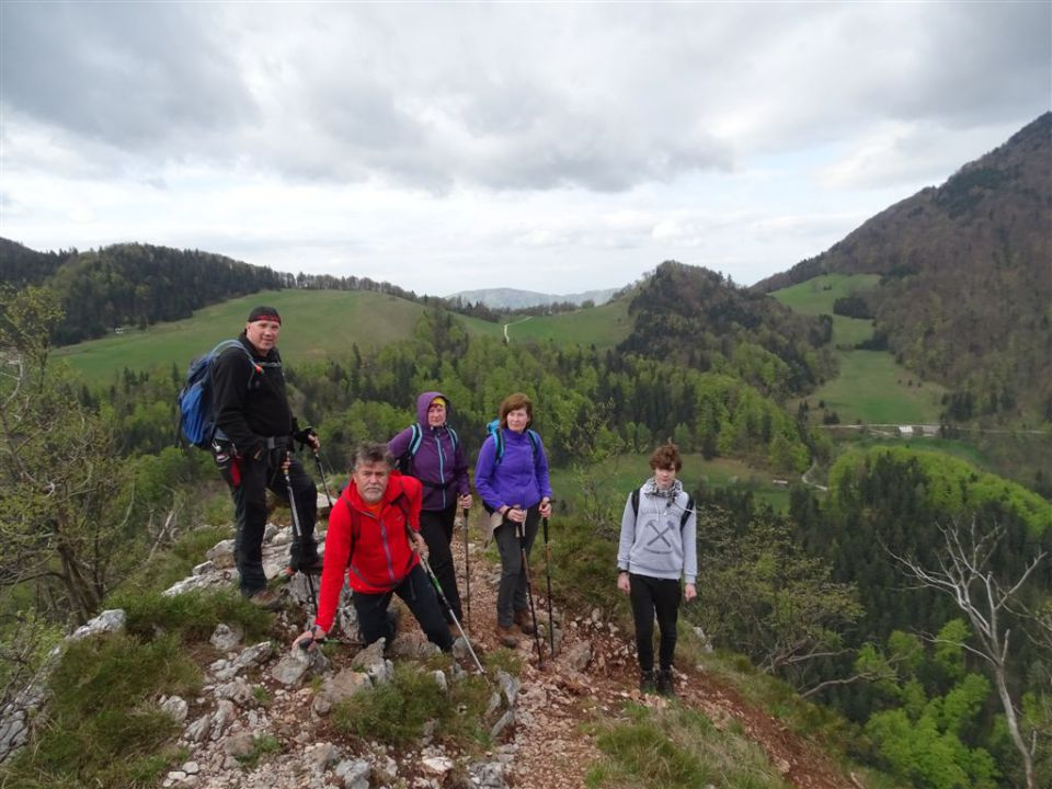 KRVAVICA (909 m) in ČEMŠENIŠKA PLANINA - foto povečava