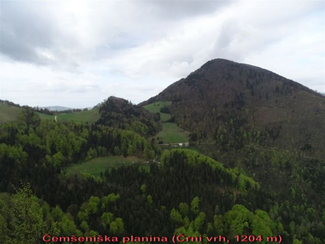 KRVAVICA (909 m) in ČEMŠENIŠKA PLANINA - foto