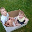 Z bratrancem Žanom v škatli...