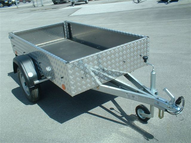 Avtomobilska prikolica tip A8, rebrasta pločevina, do 750 kg skupne teže, s homologacij