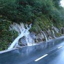 Tukaj ponavadi pijem vodo in teče tak majhen potoček,danes po deževju izgleda povsem druga