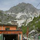 Carrara - Fantiscritti kamnolom marmorja - prizorišče novega James Bonda (zgoraj šotori od