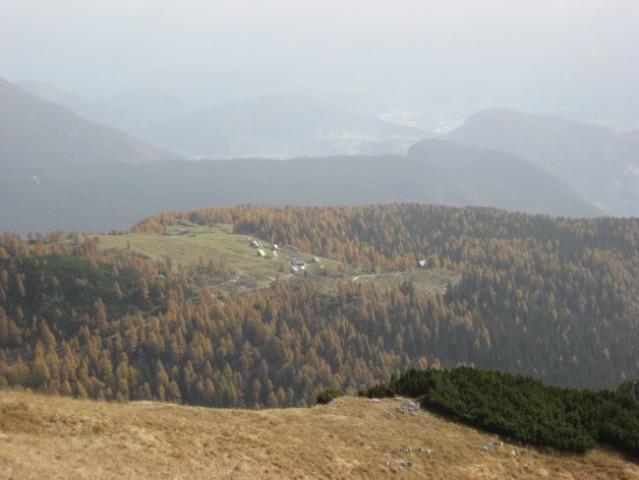 Pogled na planino Krstenica s poti na Ograde