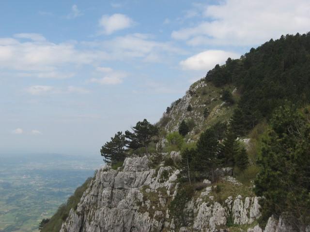 Gore nad Vipavsko dolino