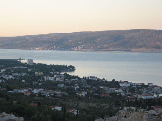 Jutranji pogled na Starigrad-Paklenica s ceste na Veliko Rujno