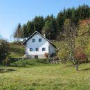 ob povratku občudujeva tole preprosto, lepo obnovljeno staro kmečko hišo