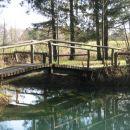 lepo urejena izletniška točka pri slovenski vasi