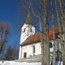uživanje na sončku pred cerkvijo sv. ane