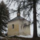 manjša stavba blizu cerkve - kapela?