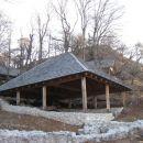 izkopanine so zaščitene s strehami