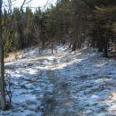 na severni strani pobočja je še prava zima